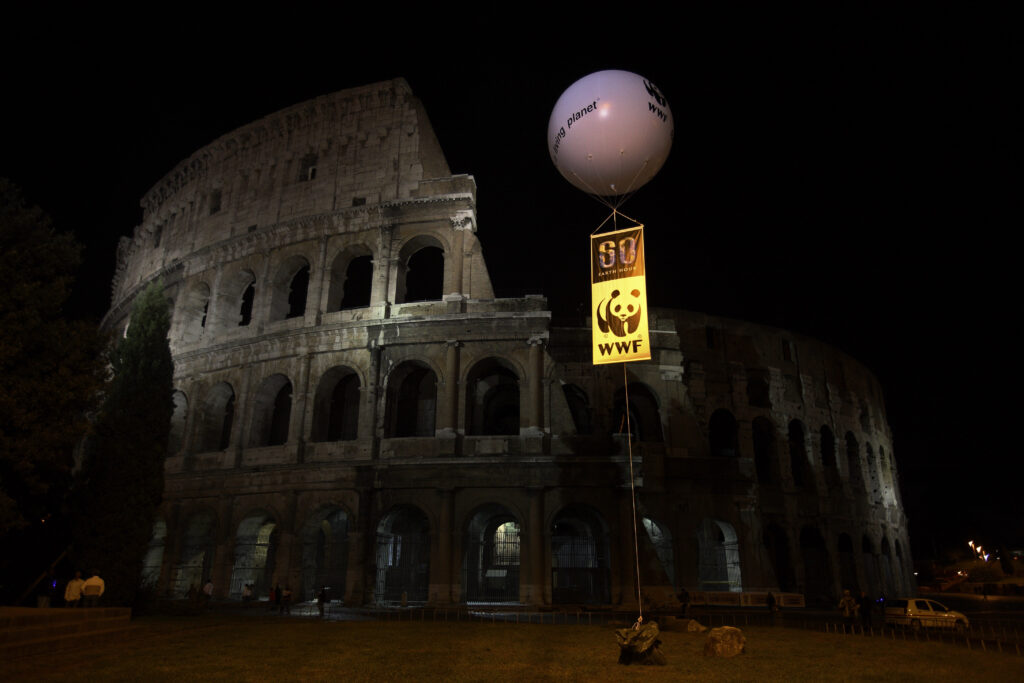 Colosseum darkened for Earth Hour 2008